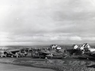 Bandarískar P-38 vélar taka eldsneyti á Íslandi sumarið 1942