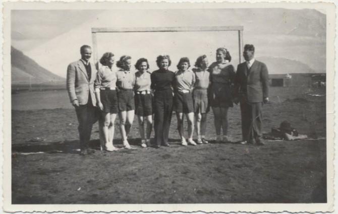 Fyrsta kvennalið Fram í handbolta árið 1944