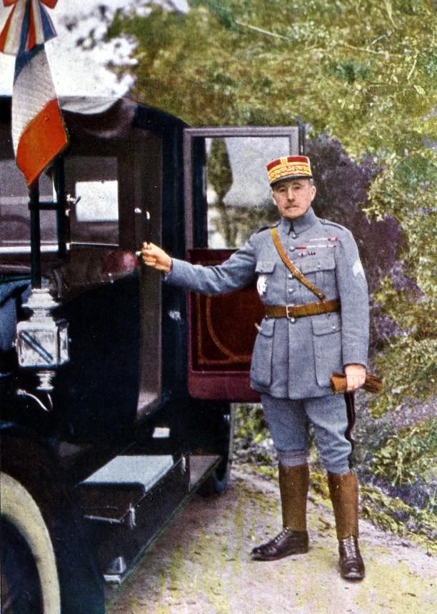 Gervais-Courtellemont: Nivell hershöfðingi, yfirmaður 2. herdeildar Frakka við Verdun.