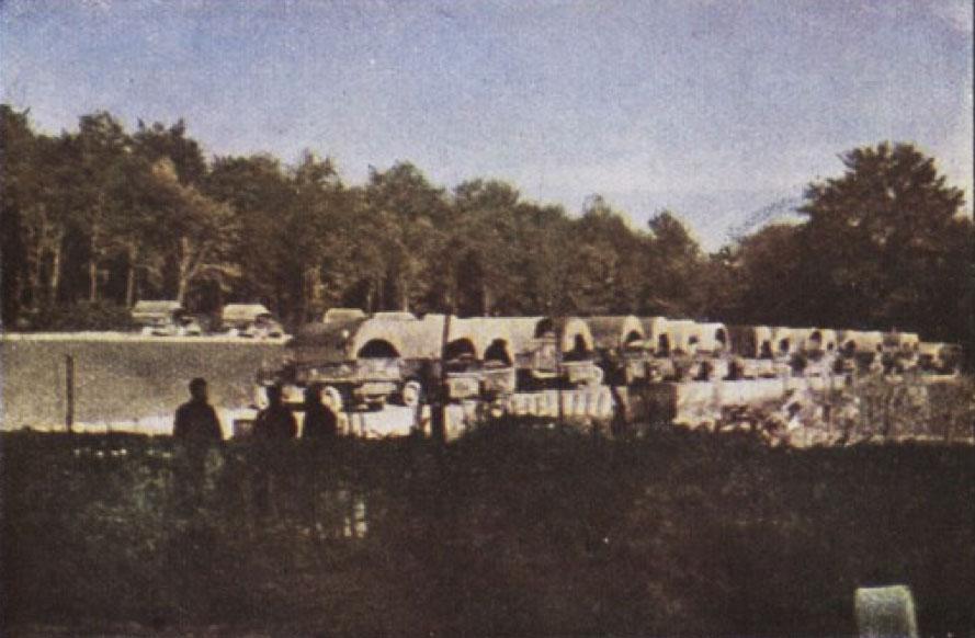 Gervais-Courtellemont: Svona trukkar tryggðu birðga- og fólksflutninga til og frá Verdun út 1916.