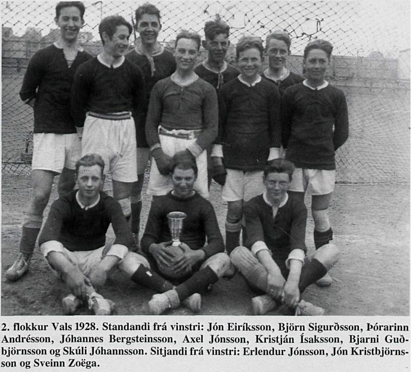2. flokkur Vals árið 1928. Jón Karel Kristbjörnsson er í miðjunni. Kornungur og framtíðin björt.