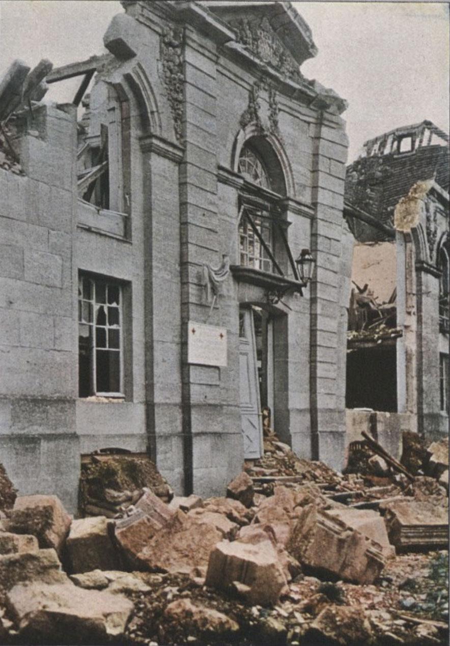 Gervais-Courtellemont: Kirkjan í Verdun, þakið hefur verið sprengt af henni.