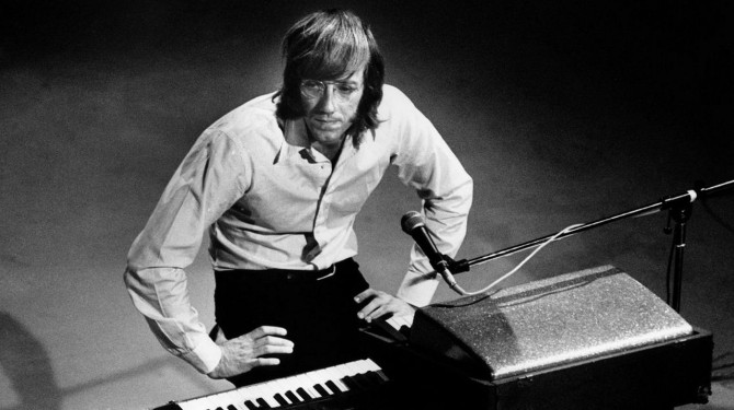 Ray Manzarek, orgelleikari The Doors, er látinn