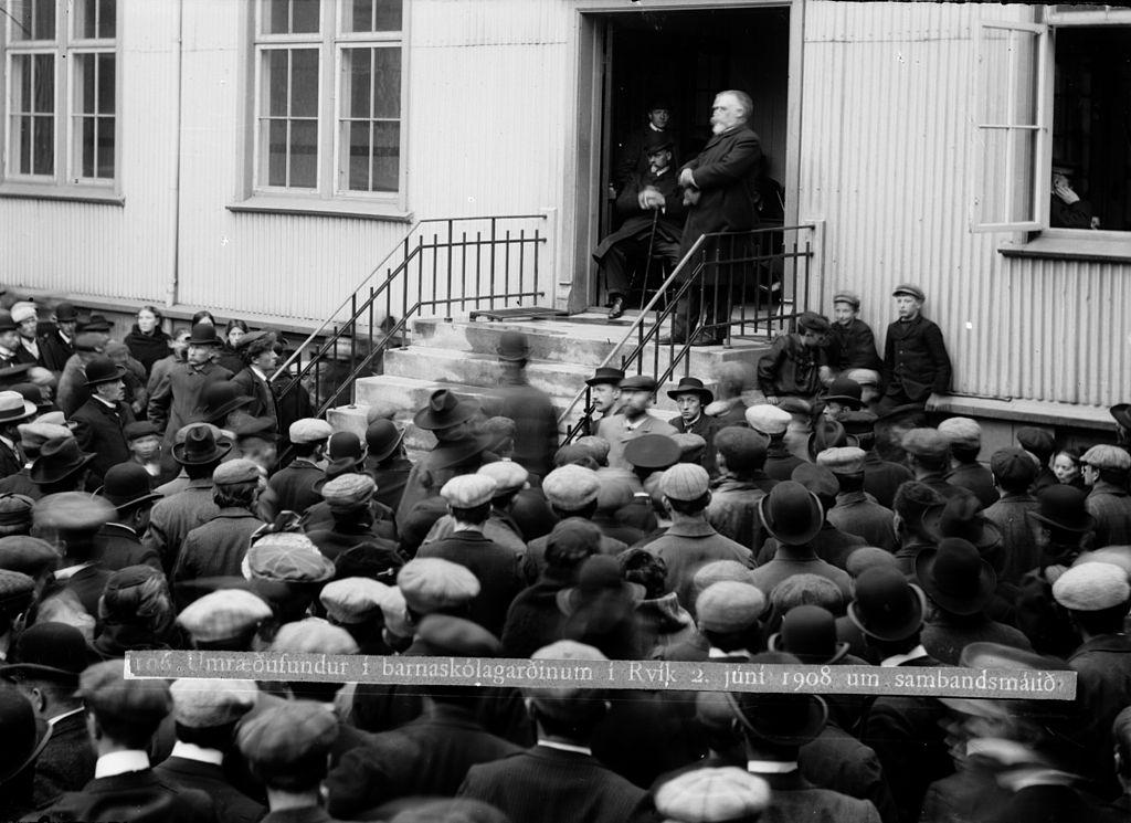 Björn_Jónsson,_minister_of_Iceland,_gives_a_speech_on_June_2,_1908_regarding_the_autonomy_of_Iceland_vis-a-vis_Denmark