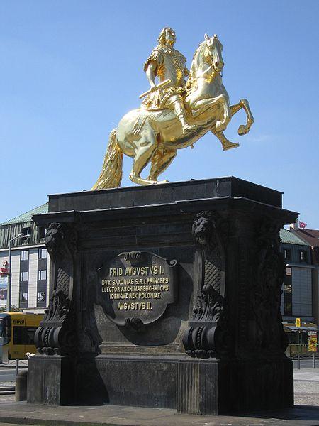 Þegar lagið var samið hafði Witt í huga styttu nokkra sem er að finna í Dresden, en á henn má sjá gullna riddarann (eða reiðmanninn) Ágúst hinn sterka, kjörfursta af Saxlandi og konung Póllands.