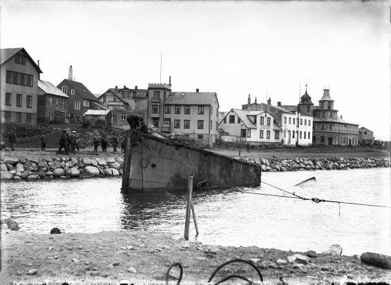 Hús við Tryggvagötu og Vesturgötu, 1915-1920