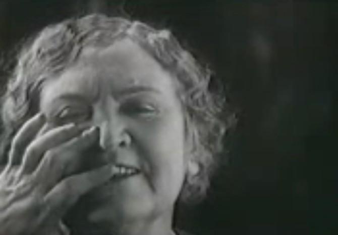 """""""Nú er ég ekki lengur mállaus"""": Myndskeið með Helen Keller"""
