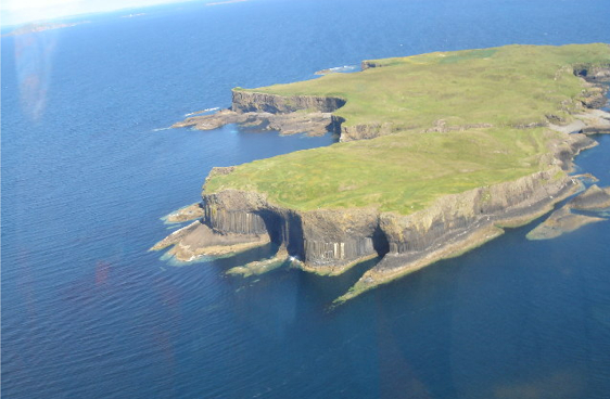 Staffa_from_the_air