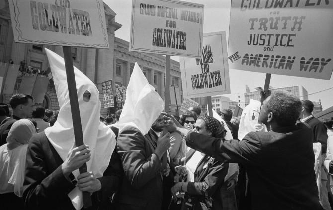 Meðlimir Ku Klux Klan styðja Barry Goldwater sem forsetaefni, 1964