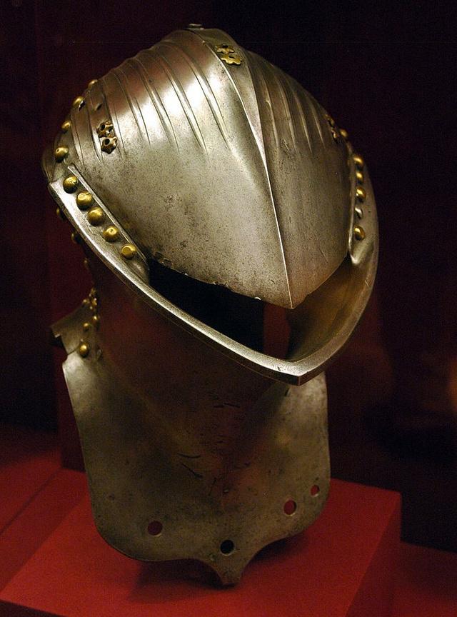 Fiskmunnahjálmur (Stechhelm). Slíkir hjálmar  voru notaðar á 14.-17. öld.