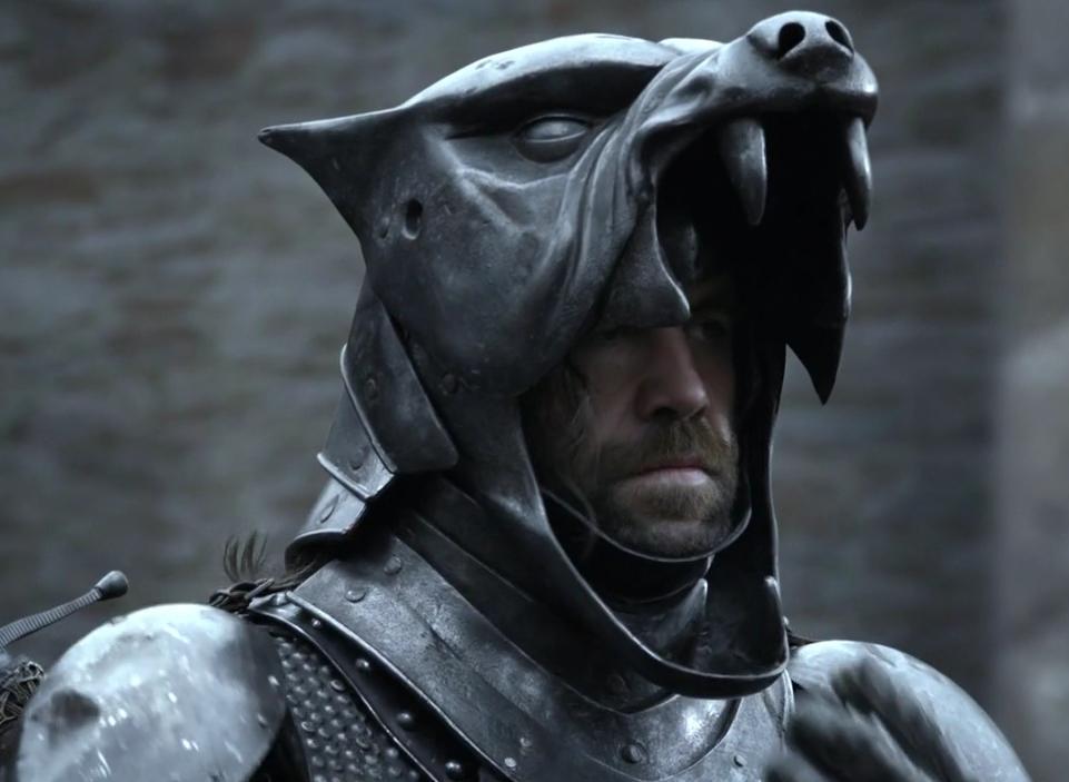 """Til samanburðar sjáum við hér Sandor Clegane, """"Hundnn"""", úr vinsælu sjónvarpsþáttaröðinni Game of Thrones."""