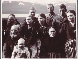 Ljósmyndir af andlitum nítjándu aldar: Íslendingar árið 1900