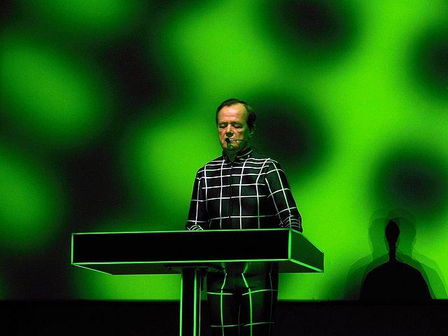 """Viðtal við """"vélmennið"""" Ralf Hütter í Kraftwerk á BBC"""