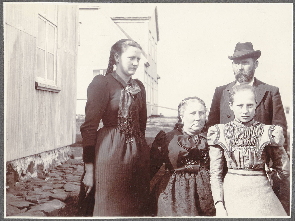 Rev. Sigurður Gunnarsson with his family.