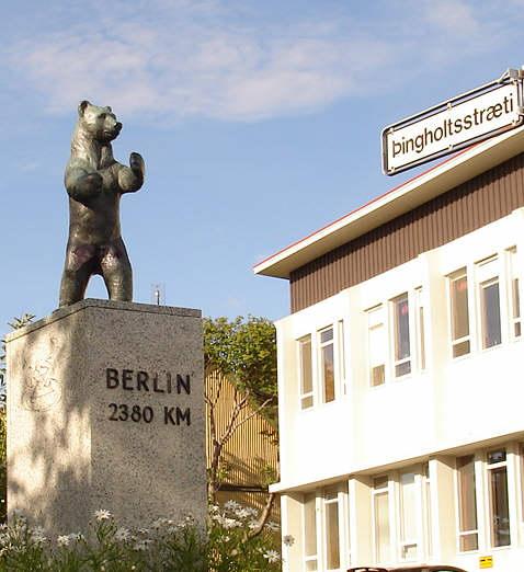 Berlínarbjörn okkar Íslendinga í sólskinsskapi.