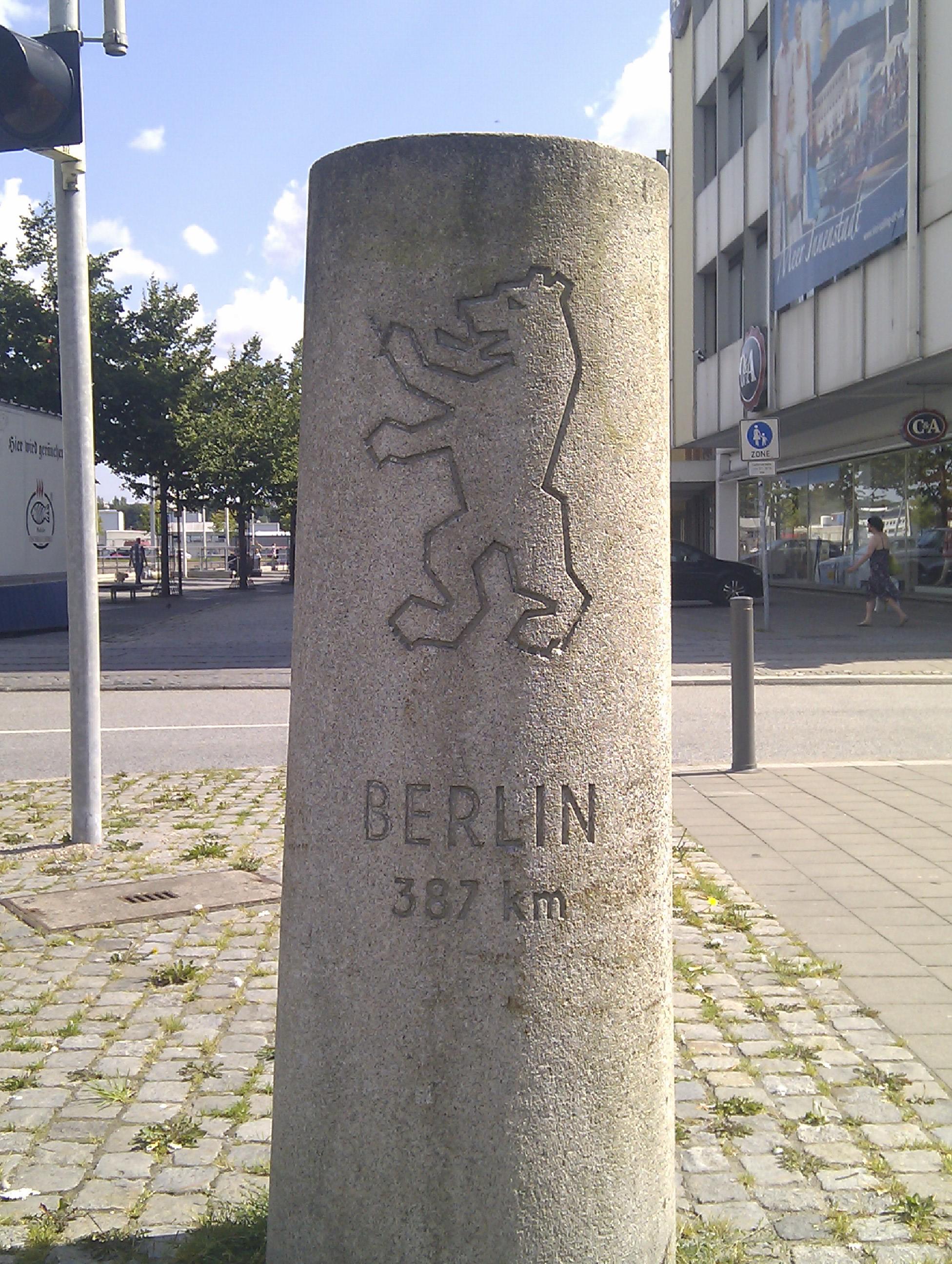 Dæmi um mílustein til Berlínar. Þennan er að finna í hafnarborginni Kiel.