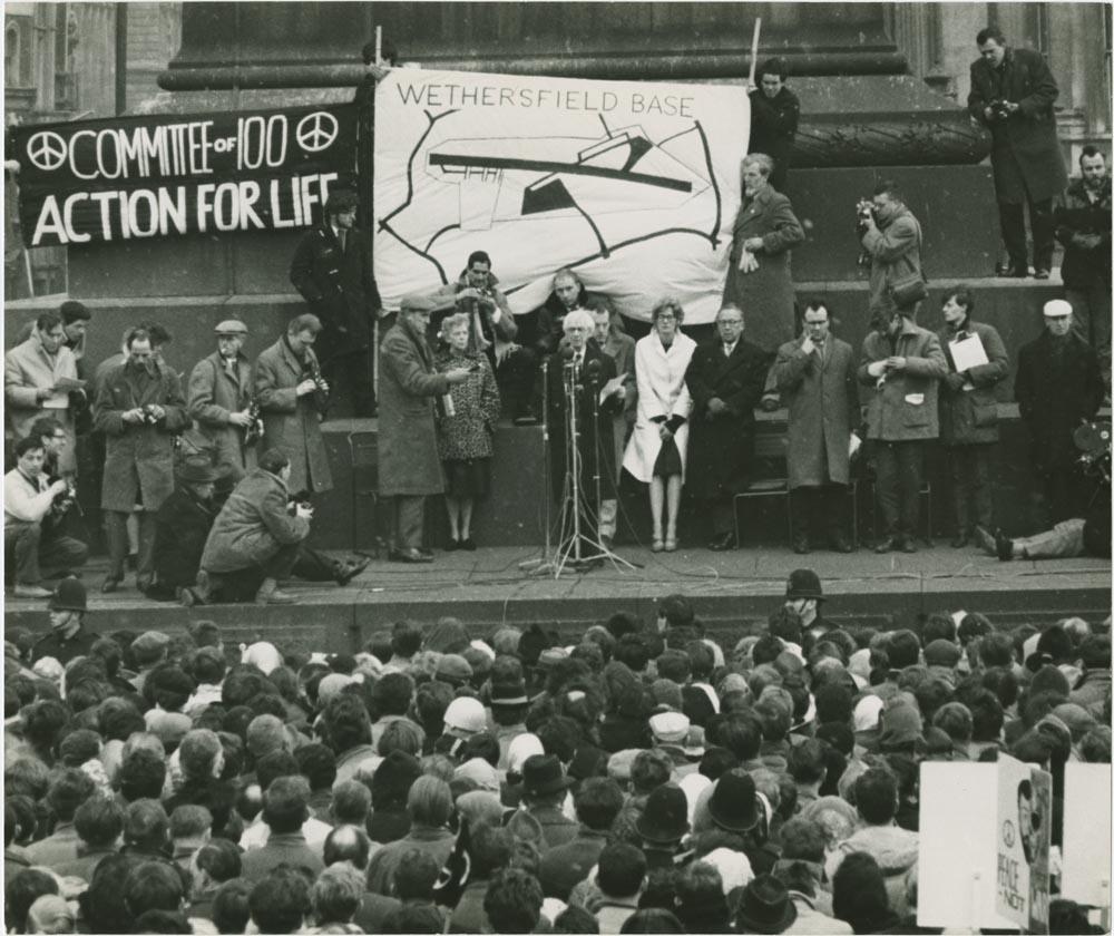Russell ávarpar friðarsinna í mótmælum við Trafalgar Square í Lundúnum 1962.
