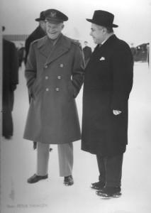 Bjarni Benediktsson og Dwight Eisenhower hershöfðingi.