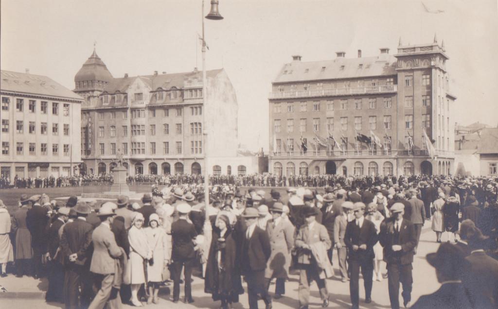 Austurvöllur, 1930.  Viðhöfn út af öllum hátíðarhöldunum í kringum heimsókn konungs.