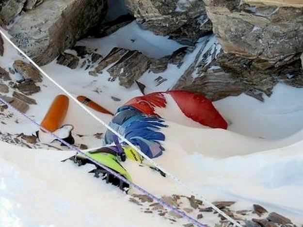 Everest-fjall: Sóðalegt líkhús á hæsta tindi veraldar