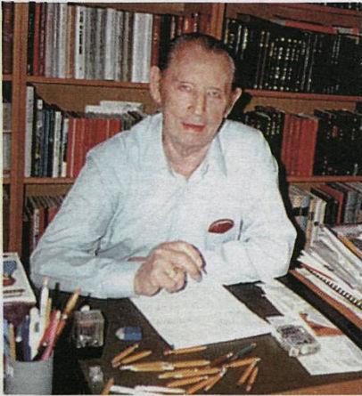 """""""Ármann Kr. Einarsson  skrifaði bók sína með blýanti og þurfti nokkra til. Hér mundar hann síðasta stubbinn og setur endapunktinn."""" MYND: MORGUNBLAÐIÐ 1997."""