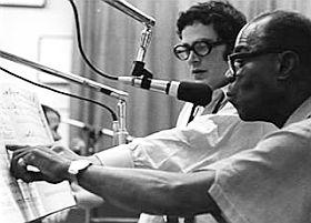 """Artie Butler með Louis Armstrong þegar hinn fyrrnefndi útsetti lagið """"What a Wonderful World."""""""