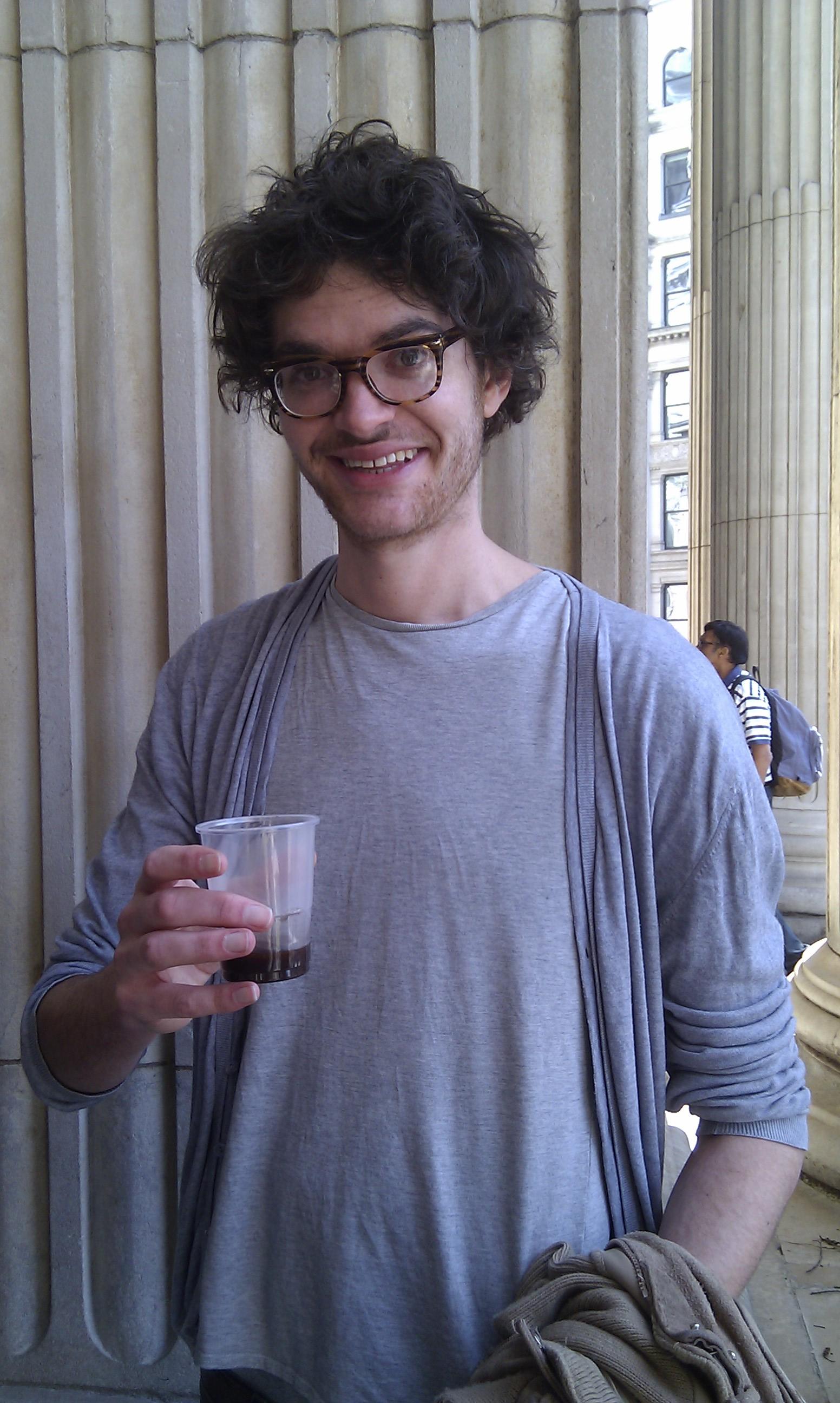 Dr. Matthew Green með kaffi, að sjálfsögðu. Myndarlegasti piltur.