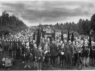 Óhugnanleg ljósmynd frá 1937: Litlir sovéskir draugar með gasgrímur