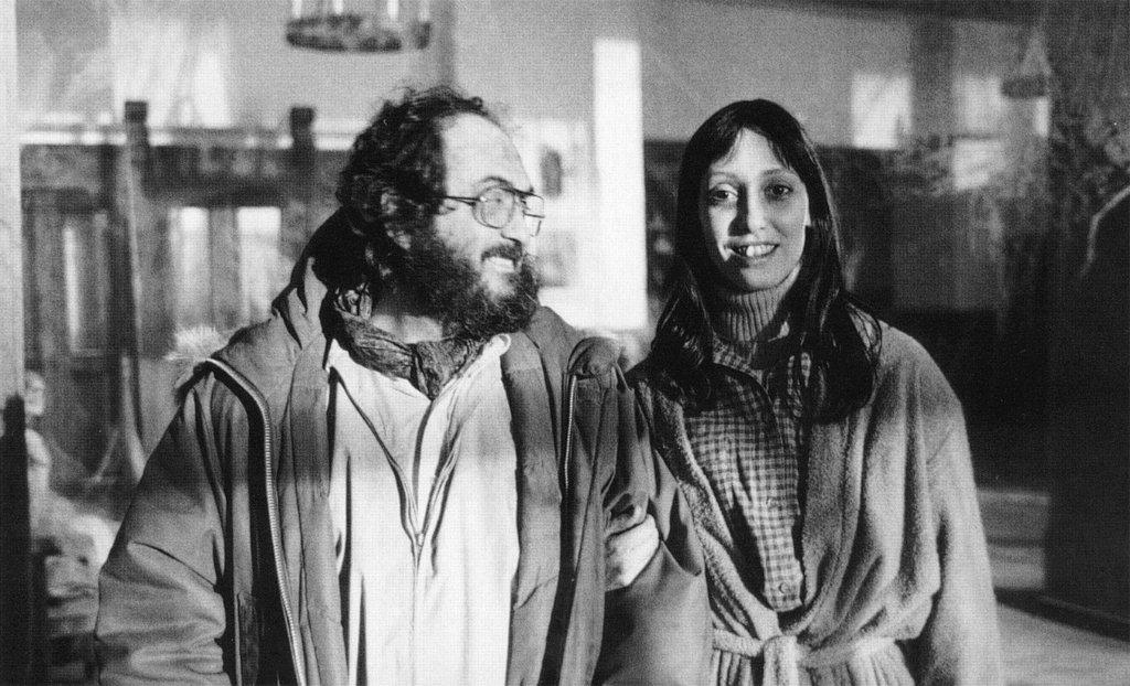 Kubrick og Shelley Duvall. Kubrick lagði sig allan fram við að vera leiðinlegur við Shelley á meðan á tökum stóð og bað starfsliðið að gera slíkt hið sama til þess að hjálpa henni að komast í karakter. Þarna virðist þó fara ágætlega á með þeim.