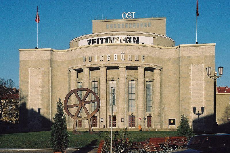 Alþýðuleikhúsið, Volksbühne, var, og er, eitt glæsilegasta leikhús Austur-Berlínar.