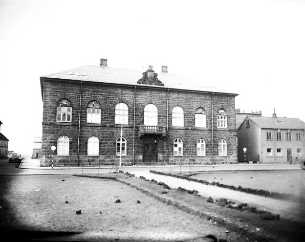 1949-exterior-althingi