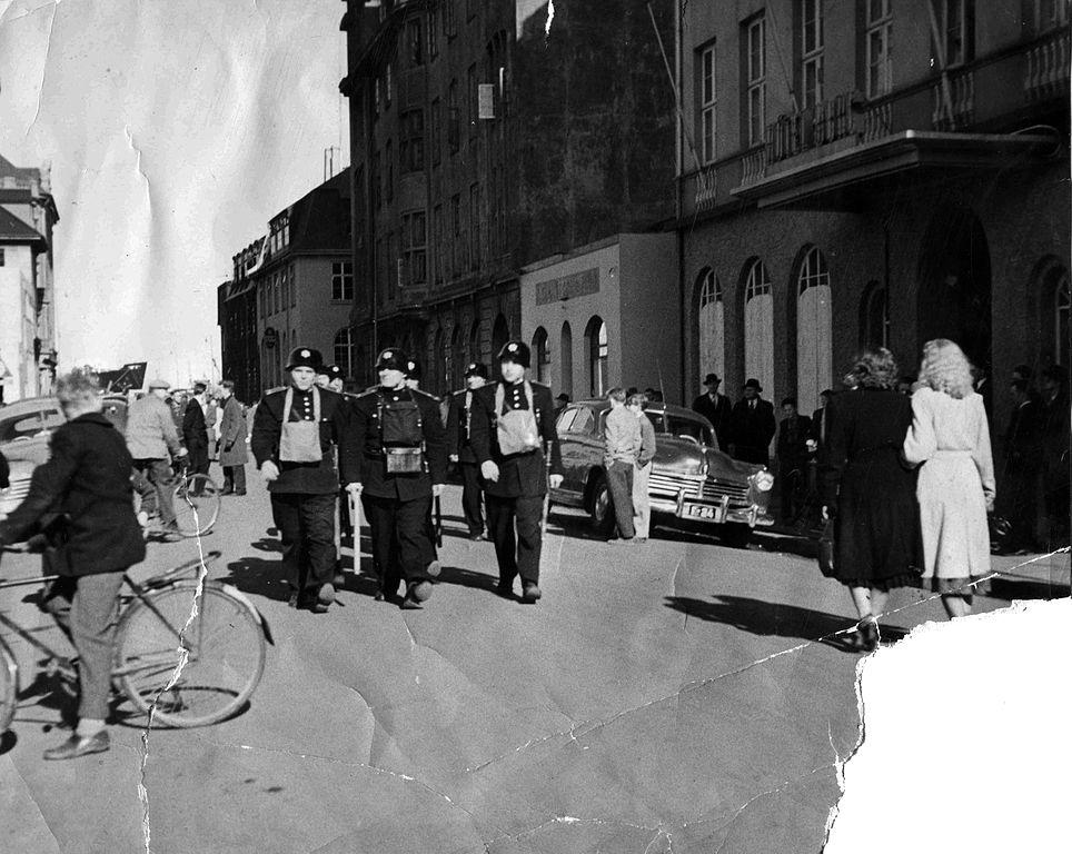 Keflavik-policemen-Hotel-Borg-1949