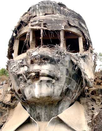 DAMAGED MARCOS BUST