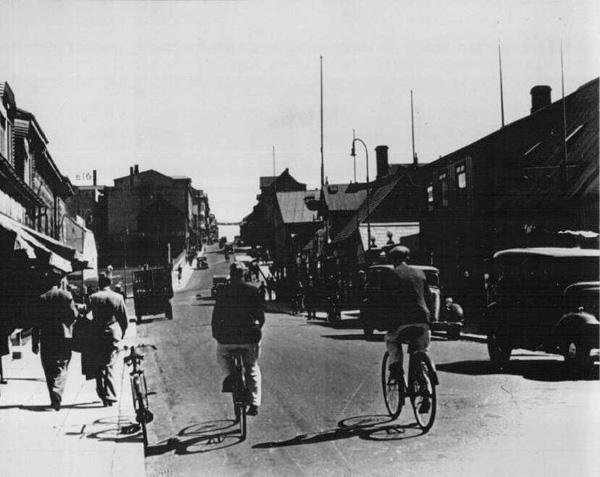 Austurstræti og Bankastræti á árunum 1935-40. Ljósmyndari ókunnur. (Ljósmyndasafn Reykjavíkur)