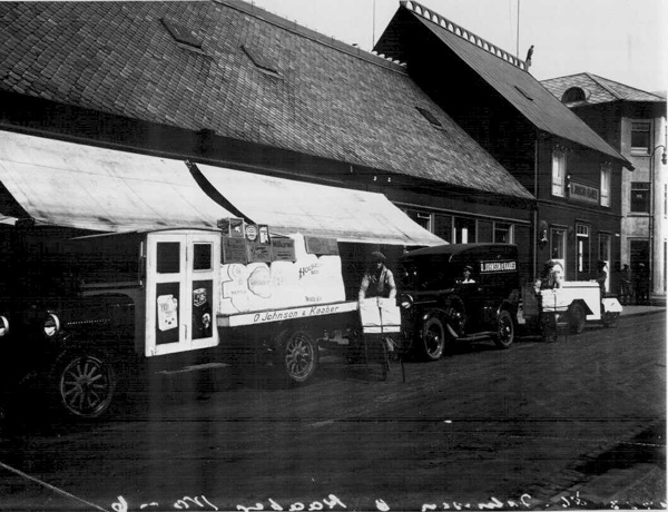 Farartæki heildverslunar Ó. Johnson & Kaaber um 1930 í Hafnarstræti. Ljósmynd: Ólafur Magnússon. (Þjóðminjasafnið)