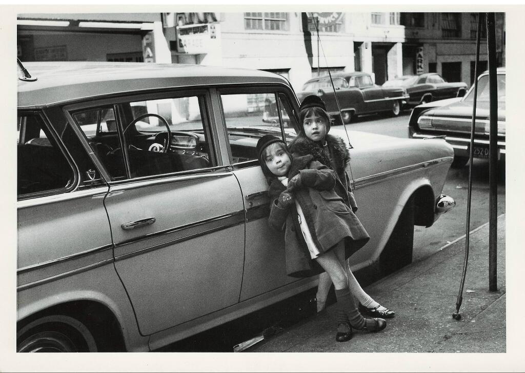 Vivian og systir hennar Anya í New York árið 1965.
