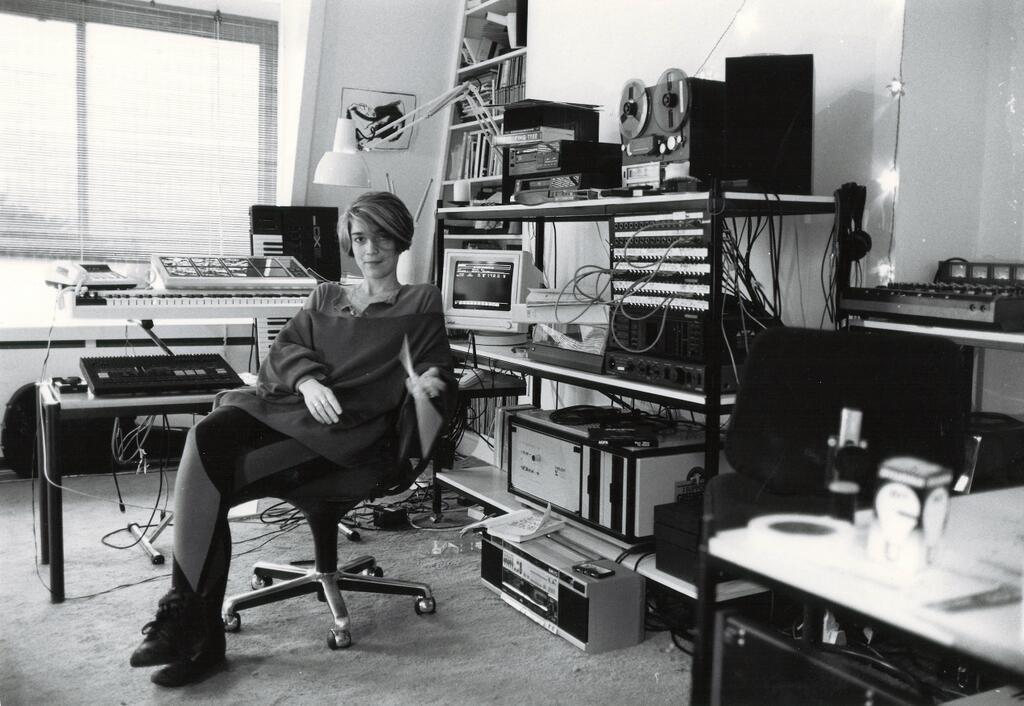 Vivian í svefnherbergi sínu, 1987. Þar samdi hún tónlistina fyrir Full Metal Jacket.