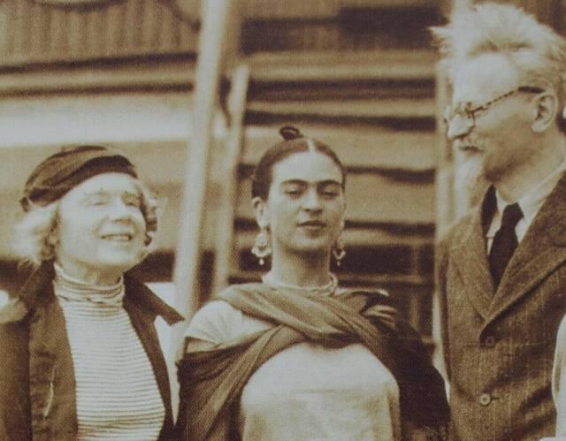 natalia-frida-and-leon-trotsky-disembarking-the-ruth-jan-19371