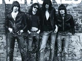 Litlu börnin syngja Ramones