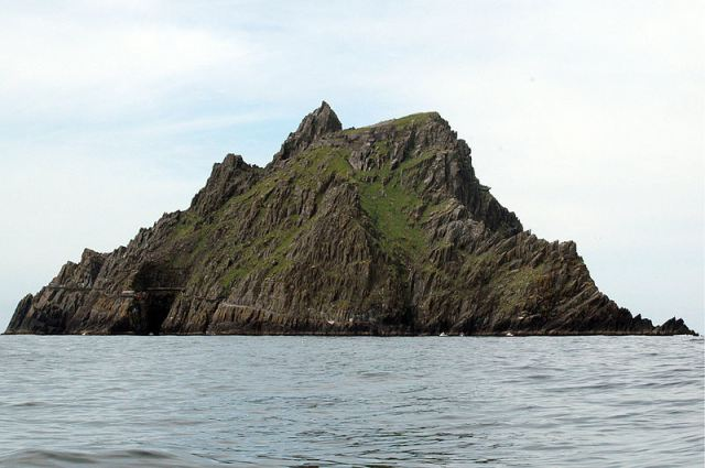 800px-skellig_michael_by_maureen_1