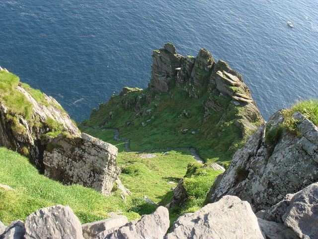 800px-stairs_on_skellig_michael-wiki