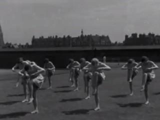 """""""Norrænn þokki"""": Íslenskar stúlkur sýna listir sínar, 1932"""