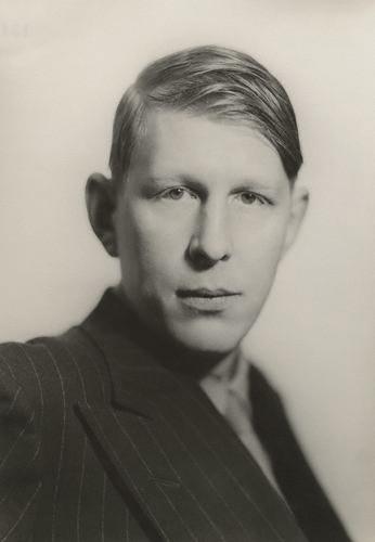 Auden var tæplega 30 ára þegar hann kom til Íslands. Hér sést hann á mynd Howard Coster árið eftir.