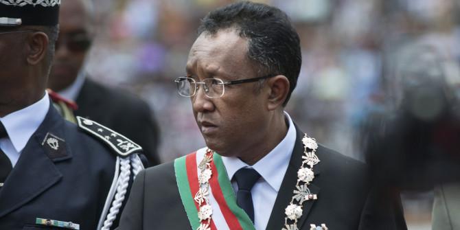 Hvernig á að bera fram nafn Hery Rajaonarimampianina, forseta Madagaskar?