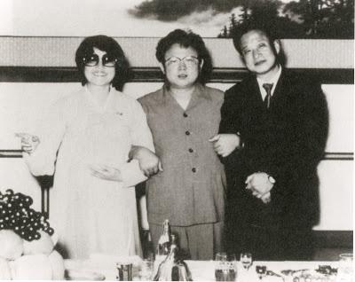 Hjónin með Kim Jong Il eftir að þau sameinuðust á ný.