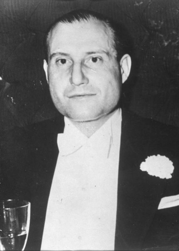 Fritz Mandl, hergagnaframleiðandi og eiginmaður Hedy.