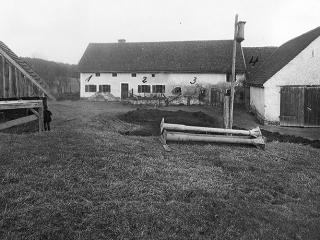 Leðurblakan, 9. þáttur: Morðin í Hinterkaifeck
