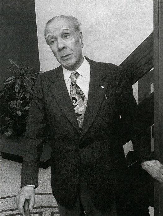 Borges faðmar súlu á Hótel Esju