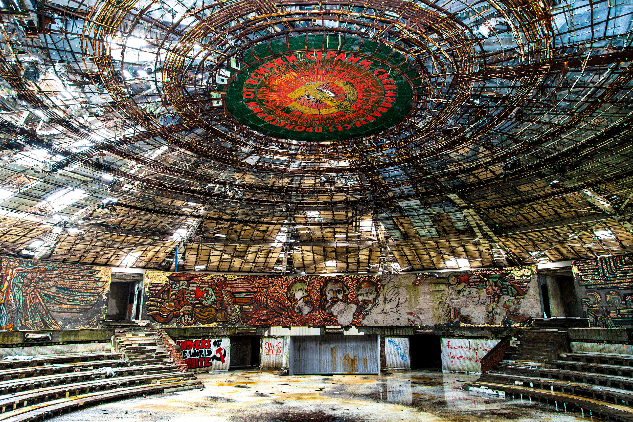 Buzludzha_Monument_Auditorium