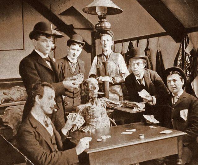Lík íslenskra fátæklinga gefin stúdentum til krufningar árið 1904